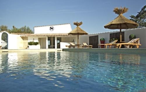 Le Mas des Rièges des Saintes Maries de la Mer, appartements de vacances et piscine en Camargue